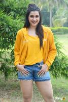 Mannara Chopra at Hi 5 Shooting Coverage Press Meet (33)