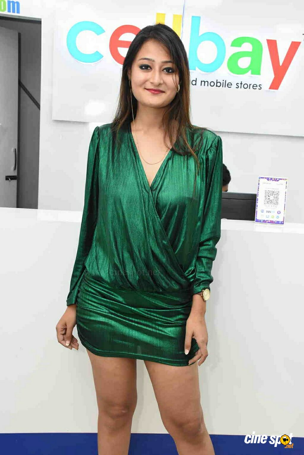 Nilofer at CellBay Mobile Store Launch (1)
