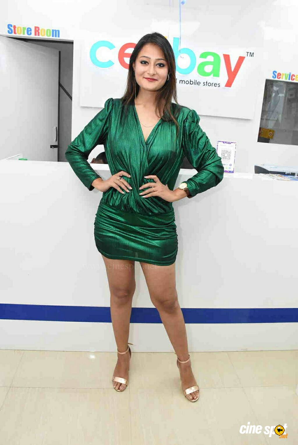 Nilofer at CellBay Mobile Store Launch (4)