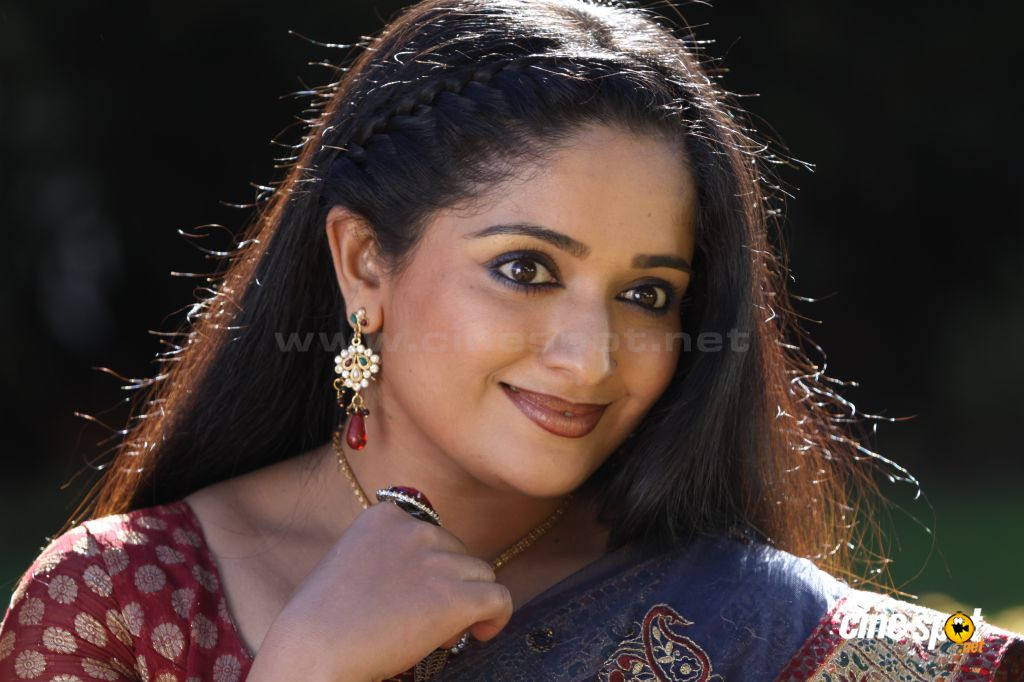 Kavya Madhavan Actress Photo Gallery: Kavya Madhavan Actress New Photos (18