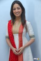 Yami Gautam  actress photos (1)