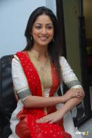 Yami Gautam  actress photos (25)