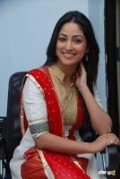 Yami Gautam  actress photos (28)
