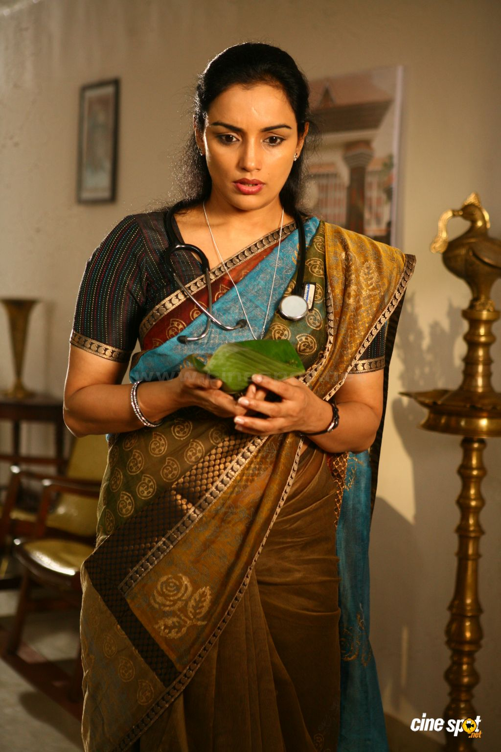 Pin Swetha Menon Wearing Mulakkacha Like Mundu Without Blouse on ...
