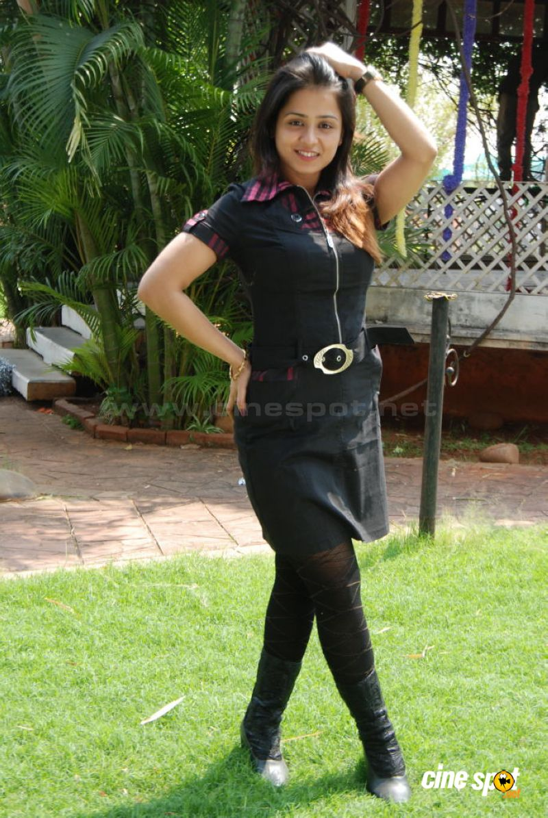 http://www.cinespot.net/gallery/d/541616-1/Manesha+Chatarji+actress+photos+_26_.jpg