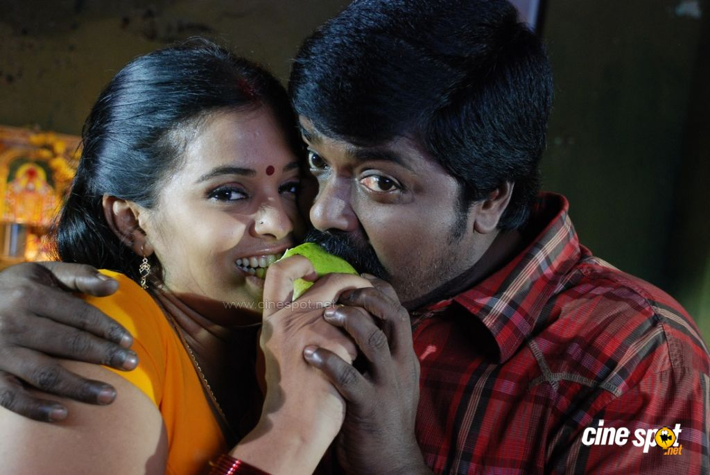 Nee Unnai Arinthal Movie Photos (6)