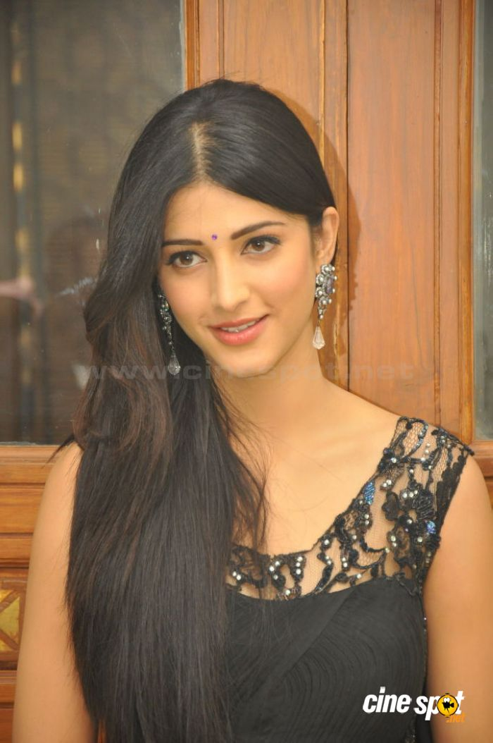 Shruti Hassan Photos (55)