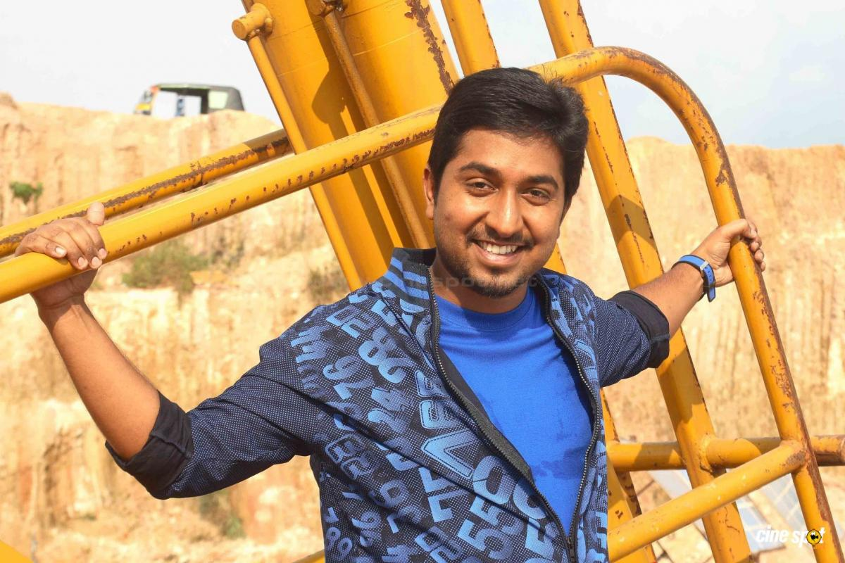 vineeth sreenivasan contact number