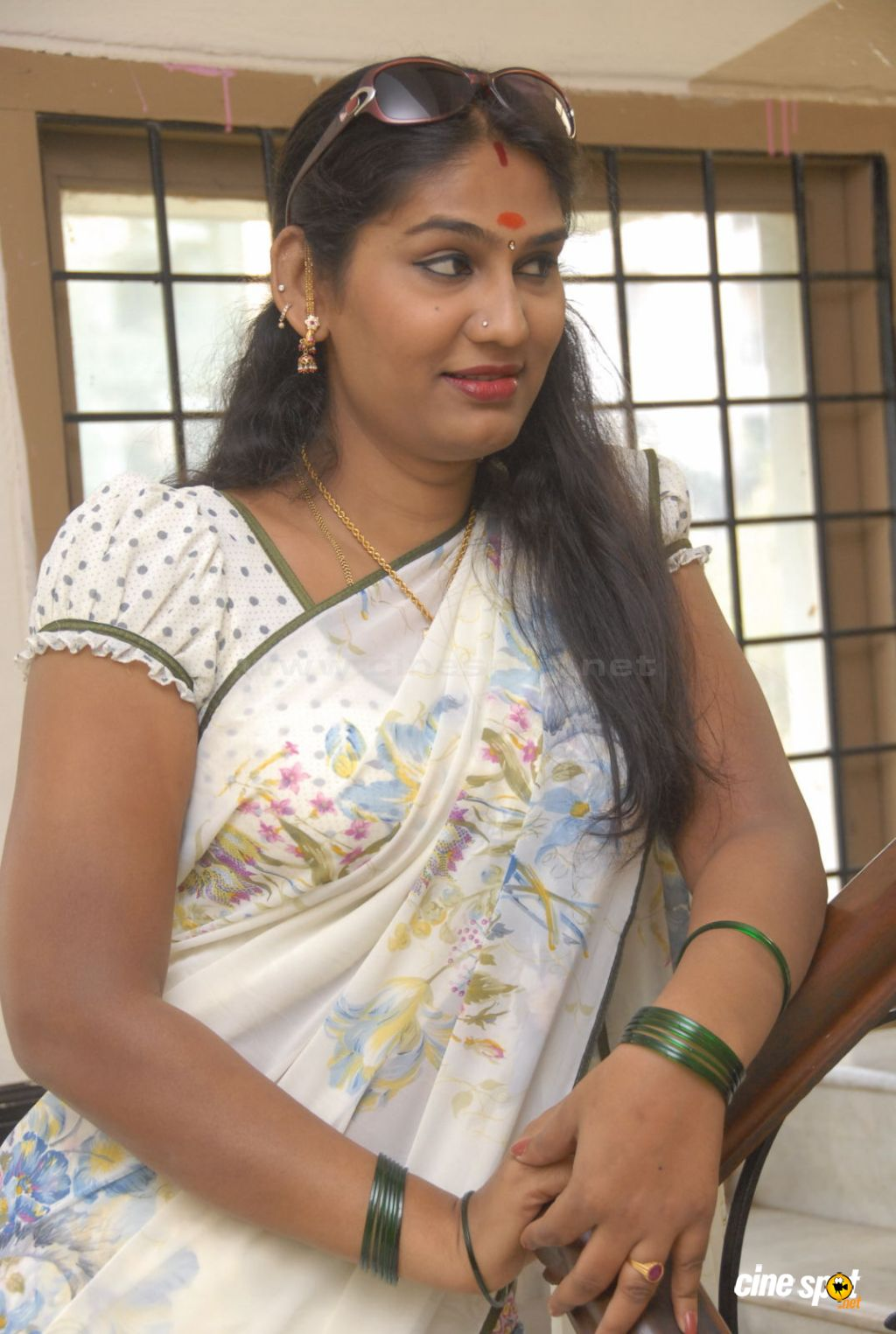 aunty saree removing video in peperonity
