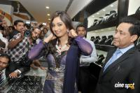 Sreya Ghoshal at Joy Alukkas Marine Drive showroom opening