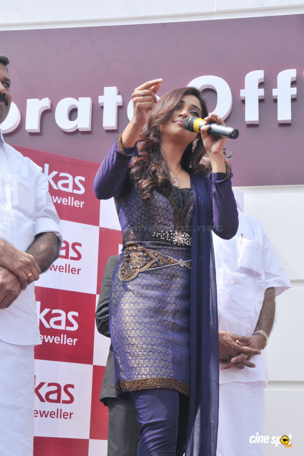 Sreya Ghoshal at Joy Alukkas  (17)