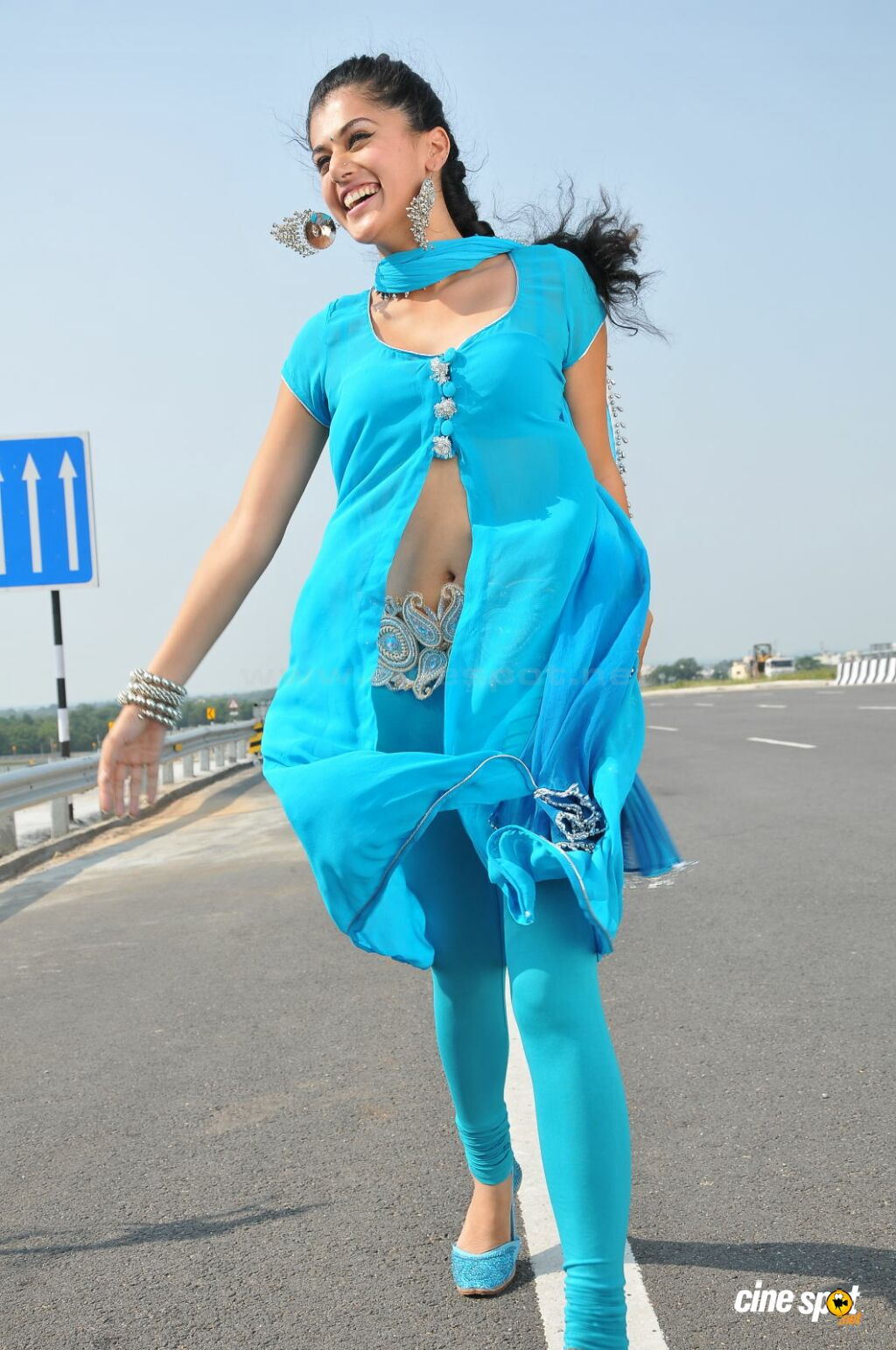 tapsee navel