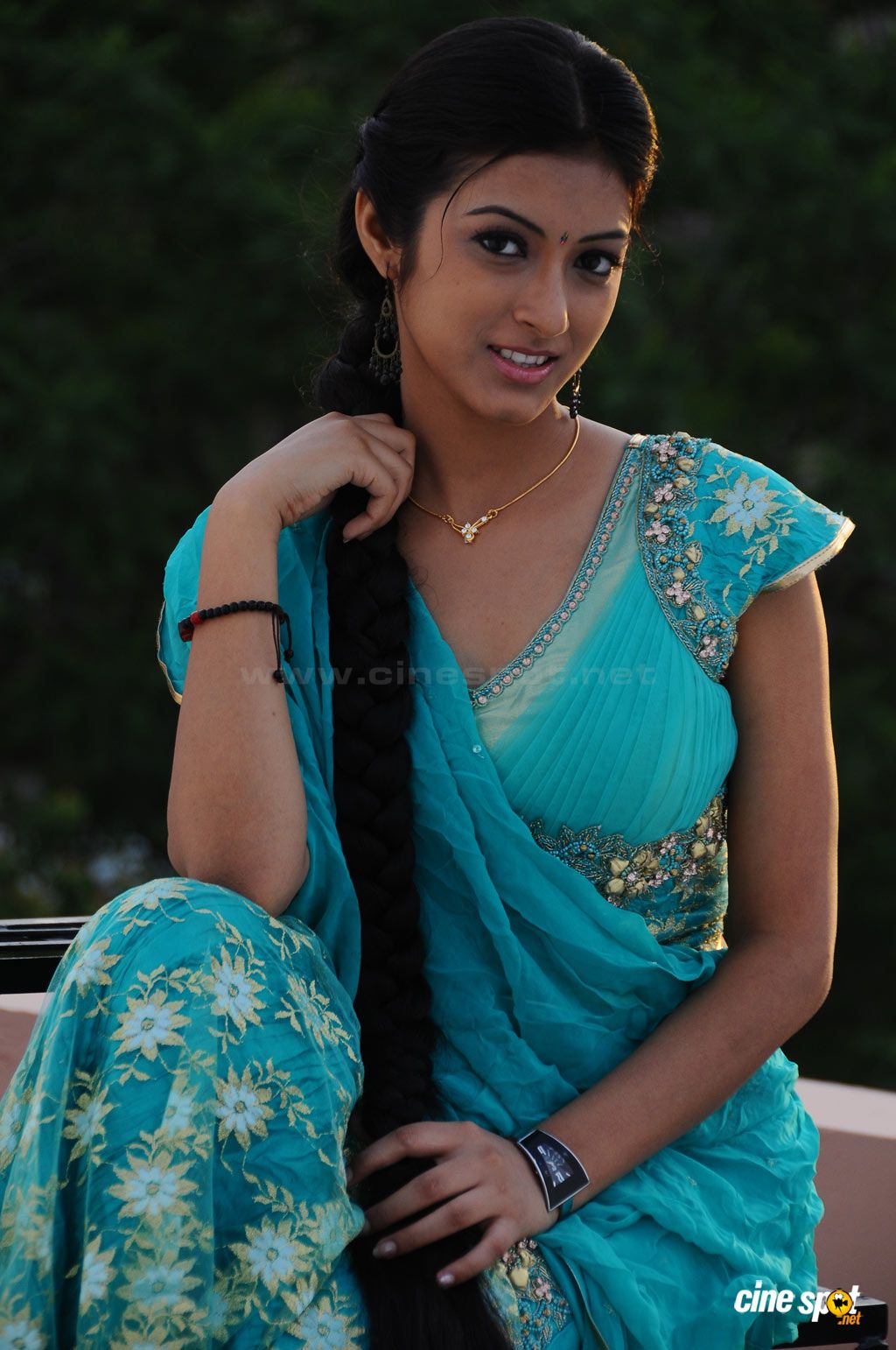 Are absolutely South indian actress hot in saree