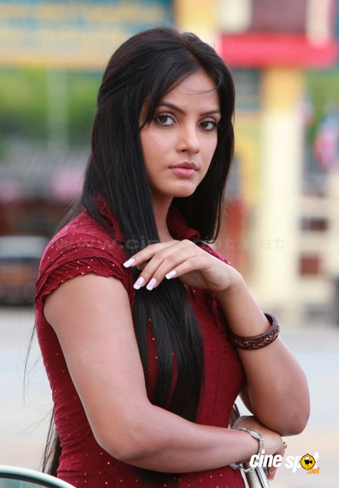 Neetu Chandra New Stills 5 Pictures