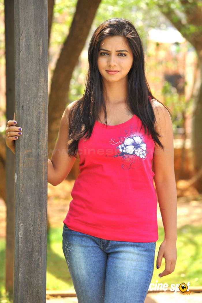 Nisha Shah Photos [HD]: Latest Images, Pictures, Stills of