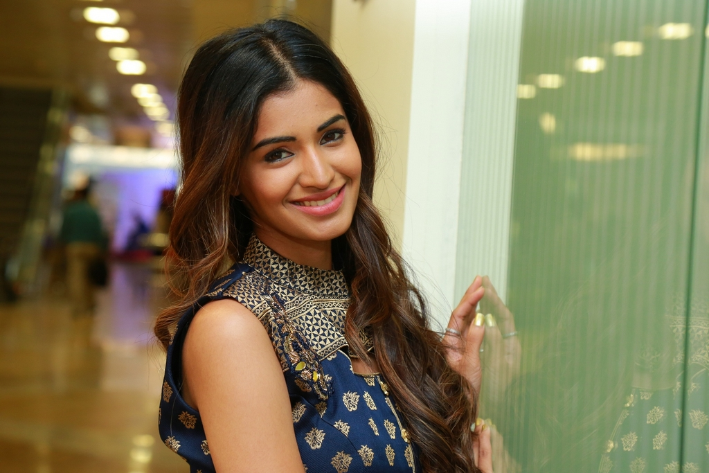 Sushruthi Krishna at Hi Life Exhibition Launch (29)