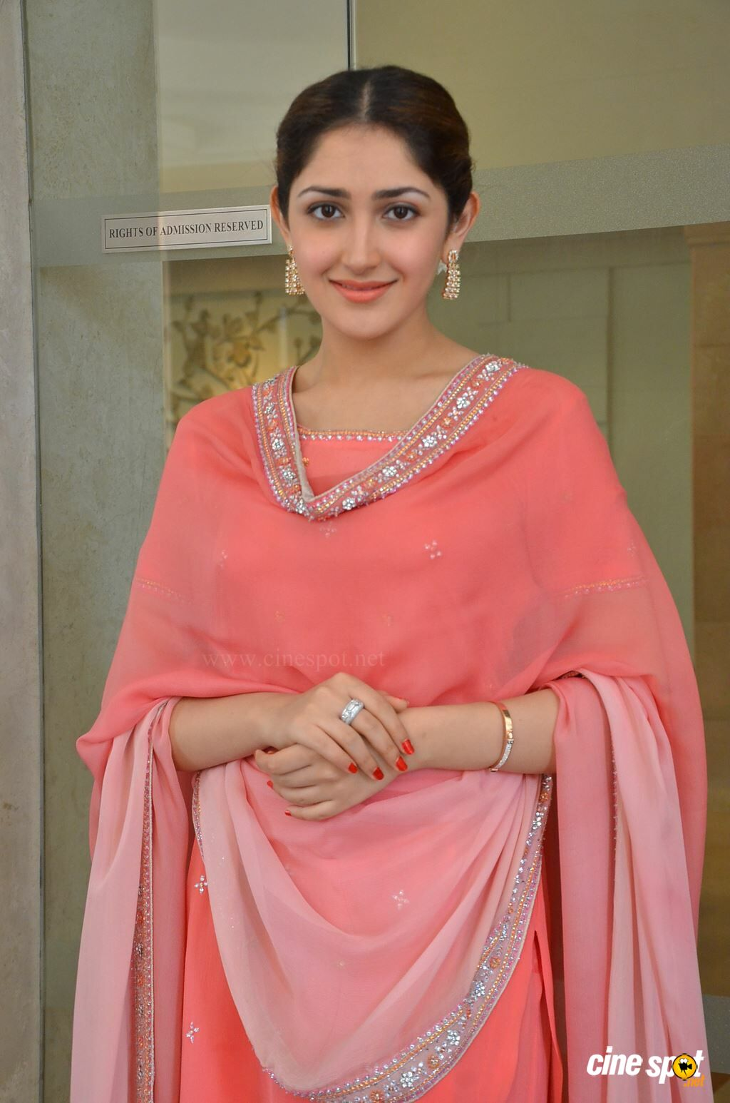 sayesha saigal hd traditional wallpaper