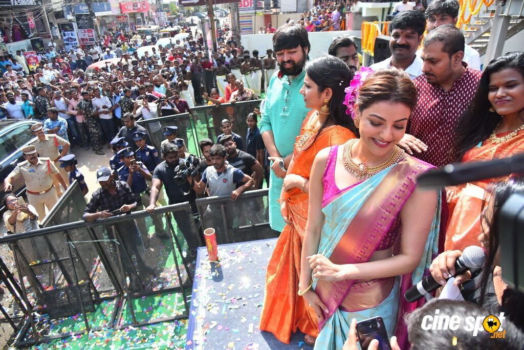 Kajal Agarwal Launches Vidhatri Shopping Mall (13)